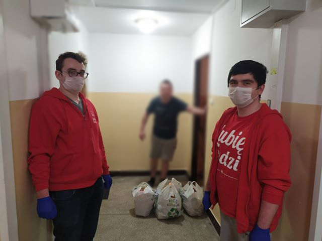 Wolontariat wpandemii - wolontariusze Paczki